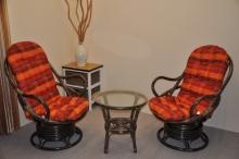 Ratanová souprava Swivel + stolek hnědá polstry oranžová kostka
