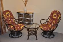 Ratanová souprava Swivel + stolek hnědá polstry hnědý list
