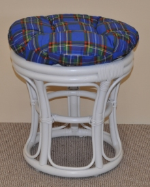 Ratanová taburetka bílá polstr modrý