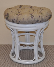 Ratanová taburetka bílá polstr levandule
